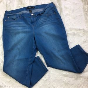 Torrid Medium Wash Cropped Jeans 22xs Extra Short